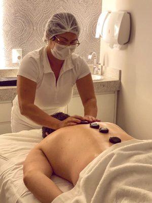 Massagem com Pedras Quentes - Benfina Esmalteria